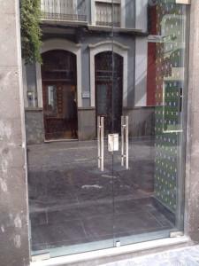 17_09_2014-Puerta-de-cristal-comercio-1-1