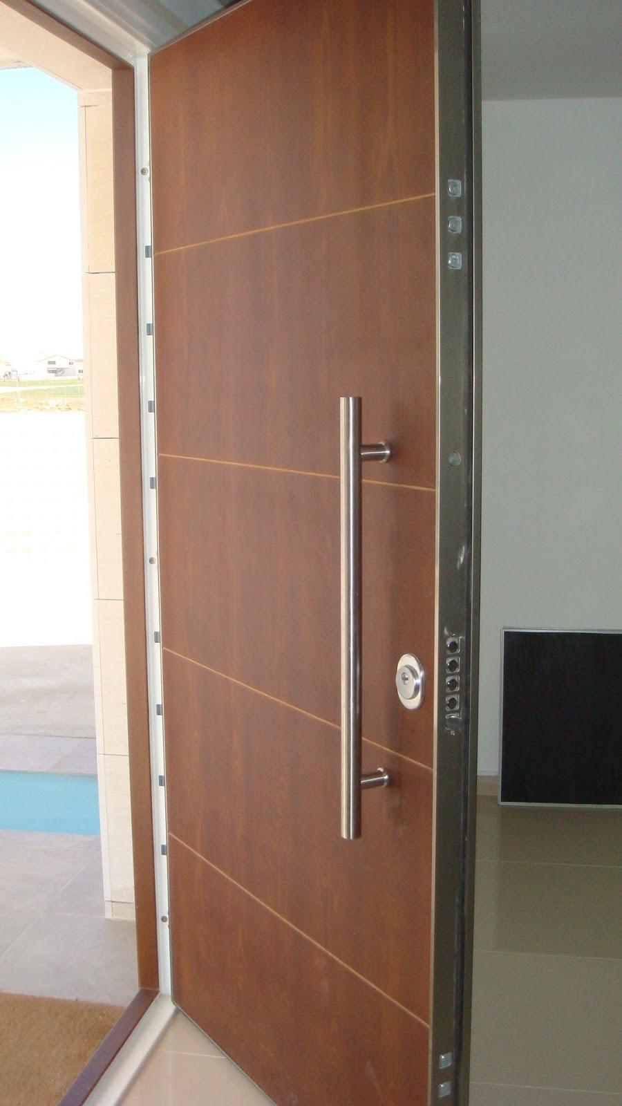 Reparamos puertas de comunidades en Santa Pola